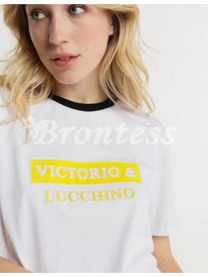 Camiseta blanca Victorio y Lucchino relieve