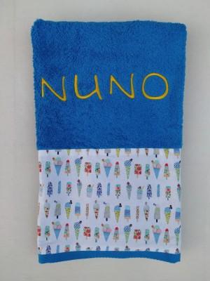 Toalla personalizada con tejido y nombre bordado