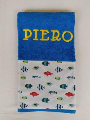 Toalla azul royal peces personalizada bordado